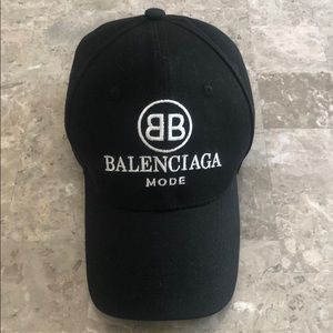 Balenciaga mode hat